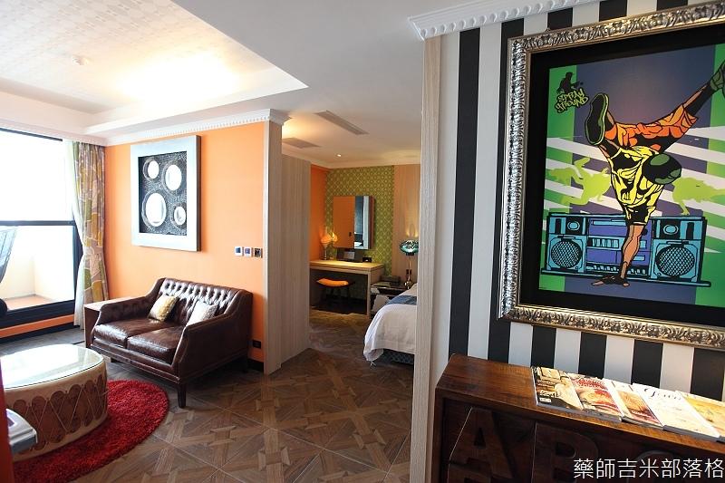 smokeyjoes_hotel_room_302_132
