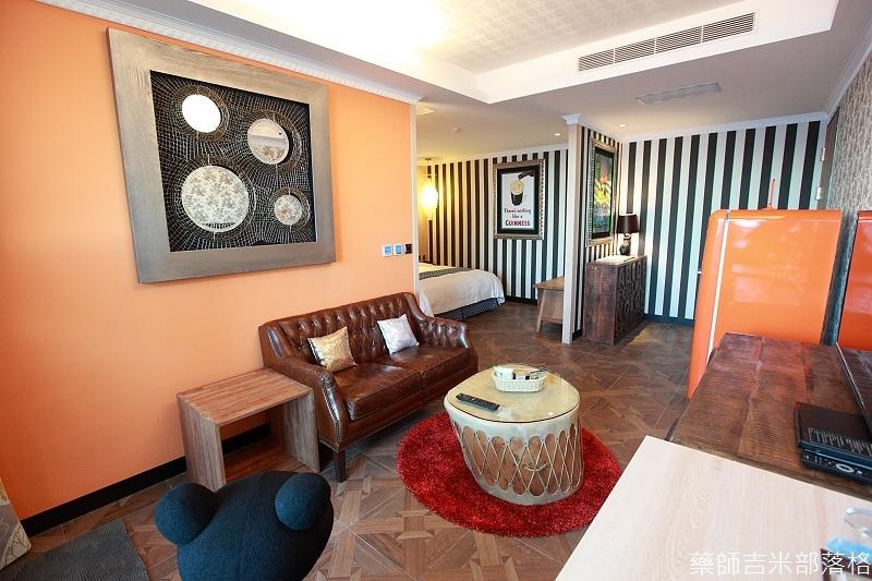 smokeyjoes_hotel_room_302_002