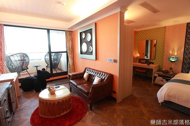 smokeyjoes_hotel_room_302_014
