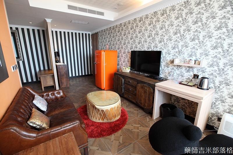 smokeyjoes_hotel_room_302_118