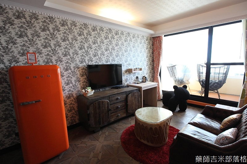 smokeyjoes_hotel_room_302_117