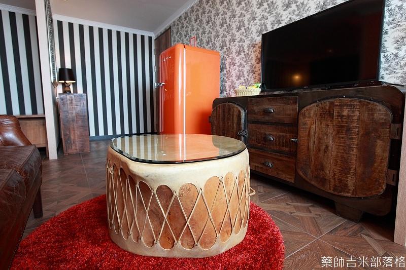 smokeyjoes_hotel_room_302_123