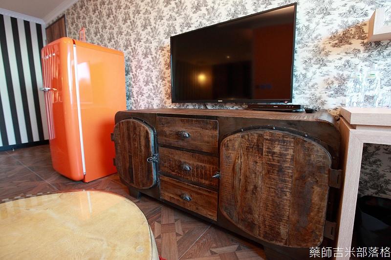 smokeyjoes_hotel_room_302_005
