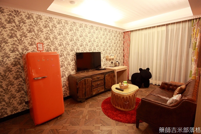 smokeyjoes_hotel_room_302_089