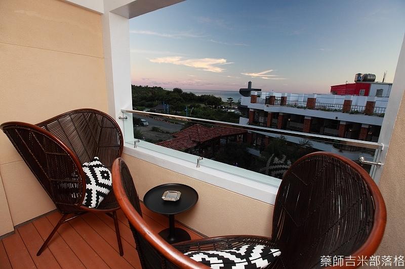 smokeyjoes_hotel_room_302_063