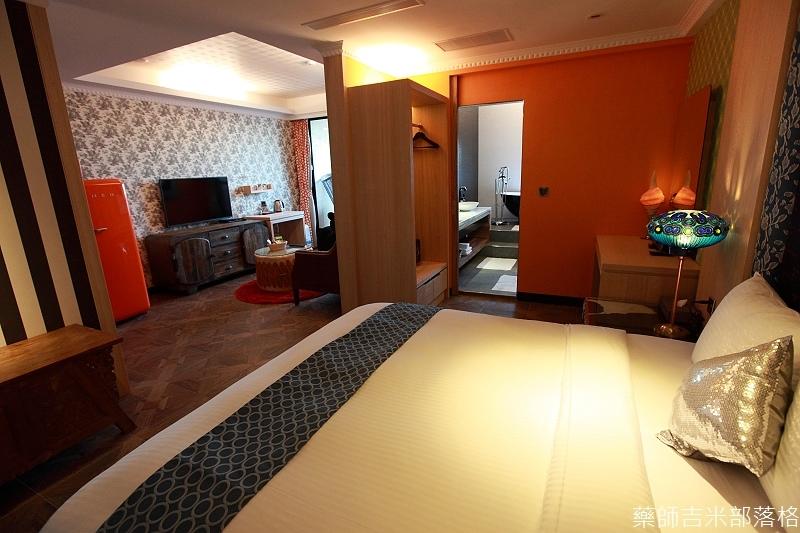 smokeyjoes_hotel_room_302_018