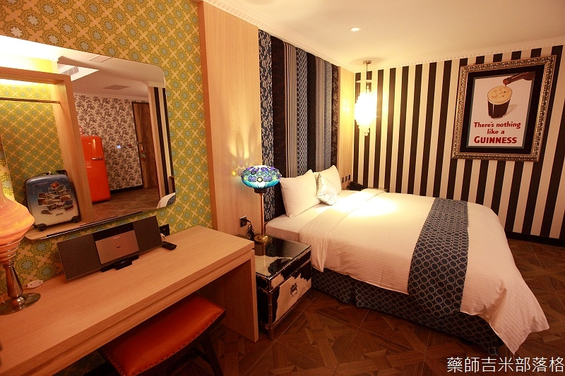 smokeyjoes_hotel_room_302_098