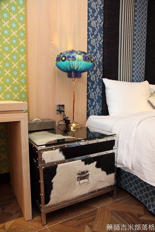 smokeyjoes_hotel_room_302_153