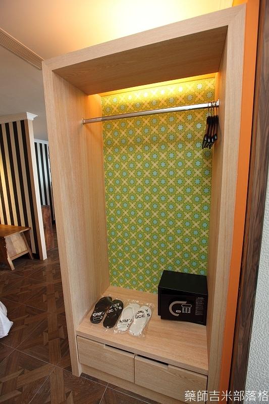 smokeyjoes_hotel_room_302_140