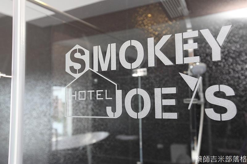 smokeyjoes_hotel_room_302_155