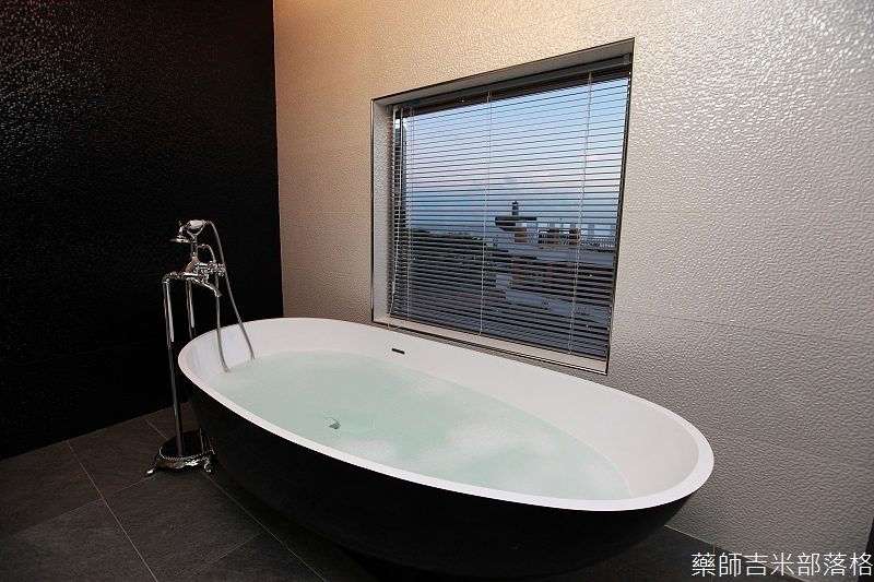 smokeyjoes_hotel_room_302_163