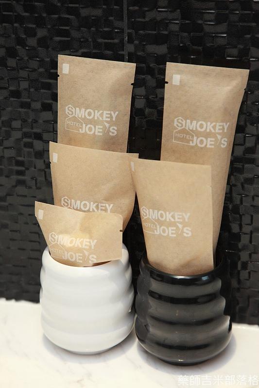 smokeyjoes_hotel_room_302_049