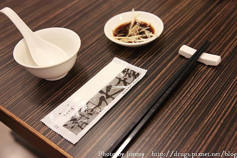 台南 美食 清閣水樓 灌湯包子 - 吸管吸的湯包