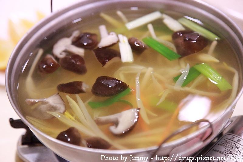 阿里山 美食 松閣餐廳 山豬肉 高山高麗菜 高山金針香菇湯