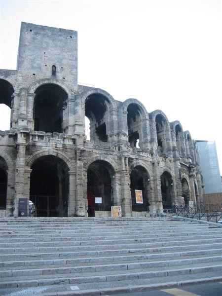 南法亞爾古城羅馬時期所遺留的競技場