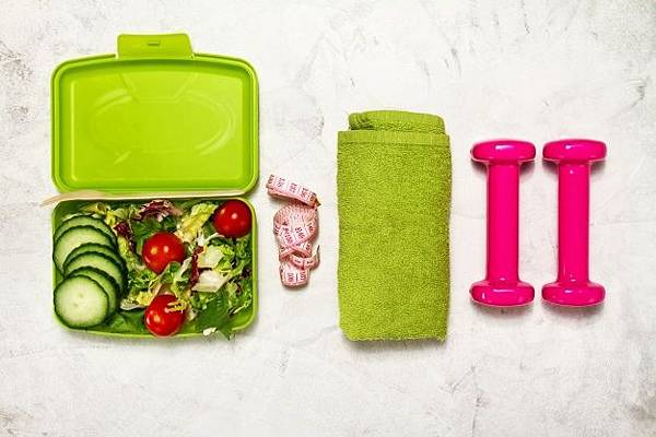 salad-with-dumbbells-and-a-green-towel_1220-852.jpg