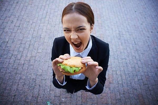 businesswoman-with-a-burger_1098-402.jpg