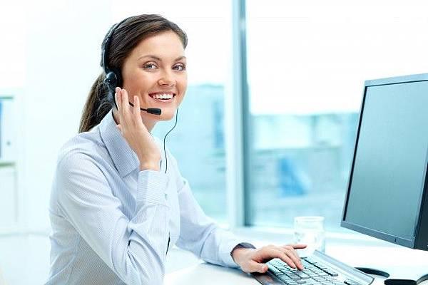 businesswoman-in-a-call-center-office_1098-984.jpg