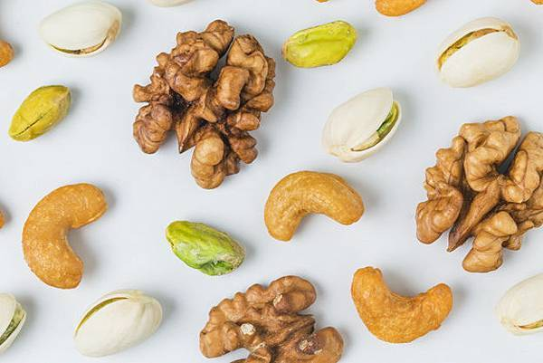 close-up-of-walnuts-with-pistachios_1205-76.jpg