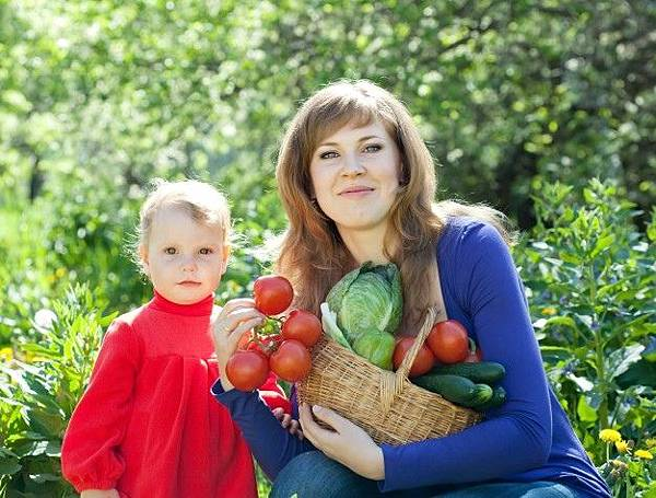 woman-and-baby-with-vegetables-harvest_1398-1261.jpg