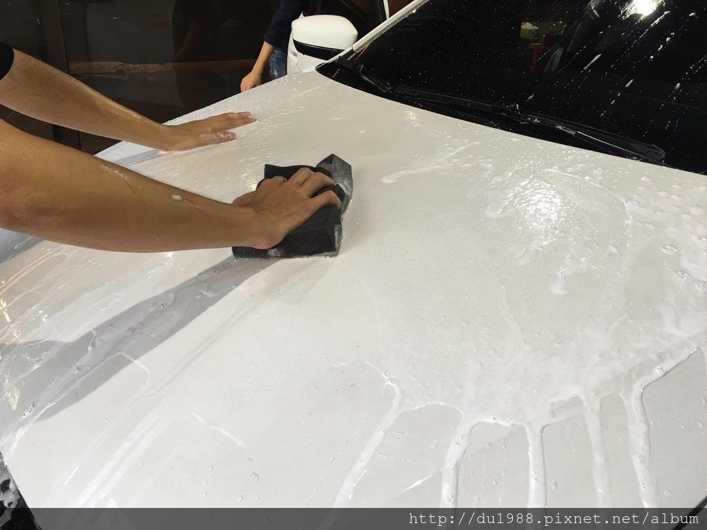 步驟2-2、撒上泡沫準備洗車囉.jpg