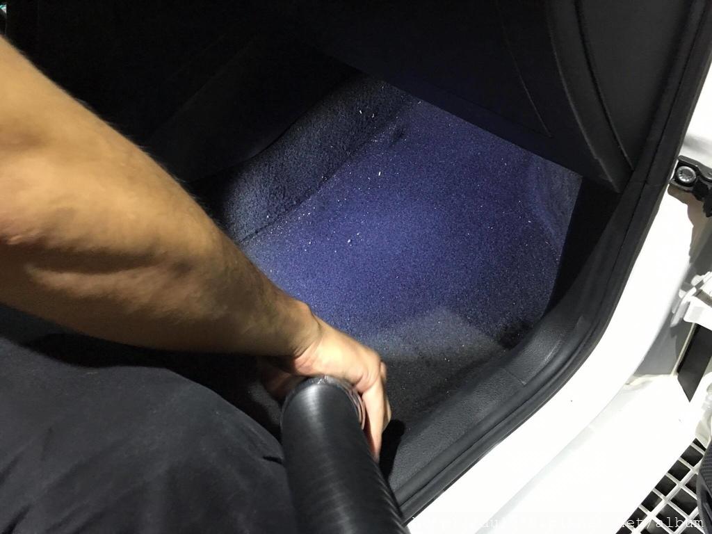 步驟12-1、車內吸塵,任何顆粒灰塵都看不到唷.jpg