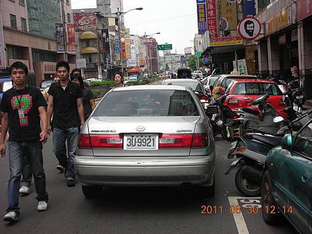 3U-9921 違規併排停車