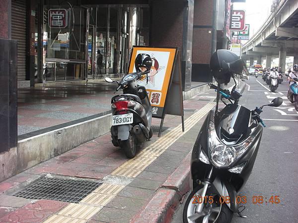 783-GDY 人行道違停