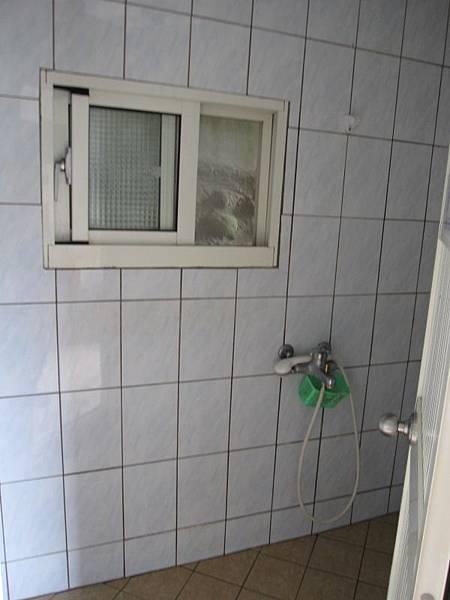 女廁二.JPG