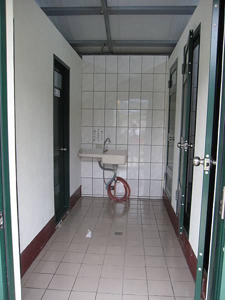 溪邊女廁,2廁所2淋浴.JPG