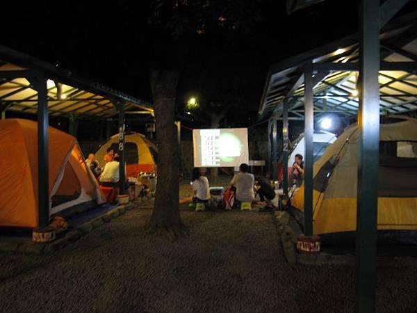 營地夜景 (2).JPG