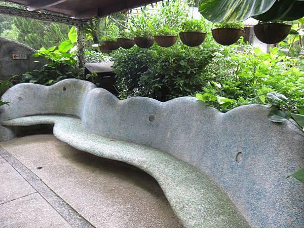 休息石椅.JPG