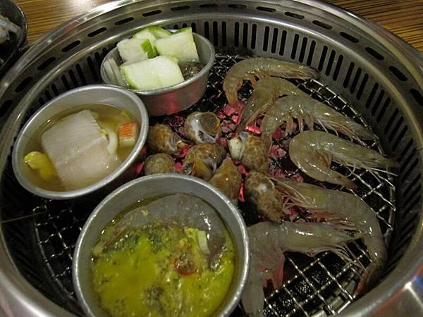 烤肉中 (1).JPG