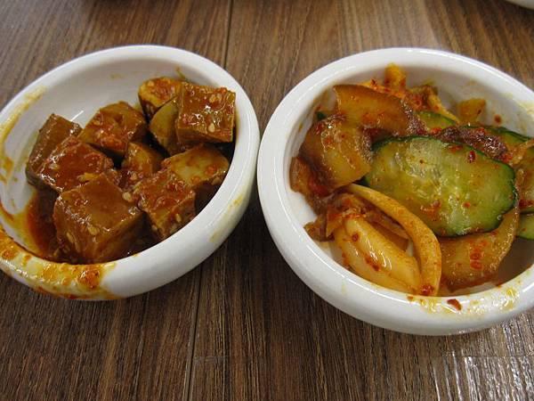 韓式豆干.洋蔥豬耳.JPG