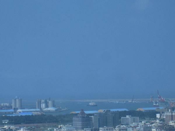 遠拍台中港海邊.JPG