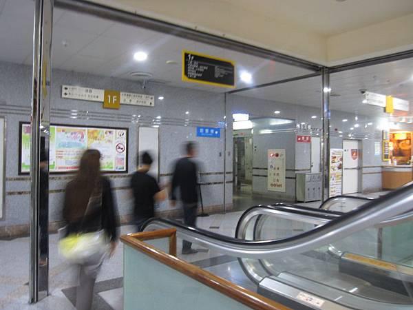 1樓手扶梯旁訪客電梯 (1).JPG