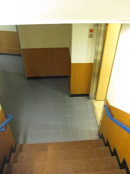 下樓24樓廁所.JPG