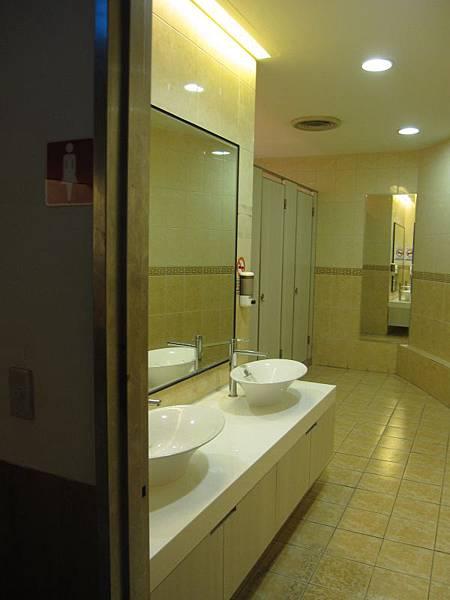 女廁.JPG