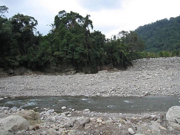 溪邊 (2).JPG