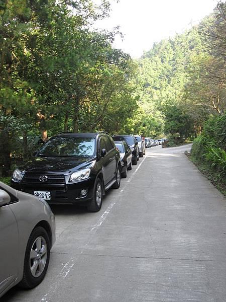 營位旁馬路停車.JPG