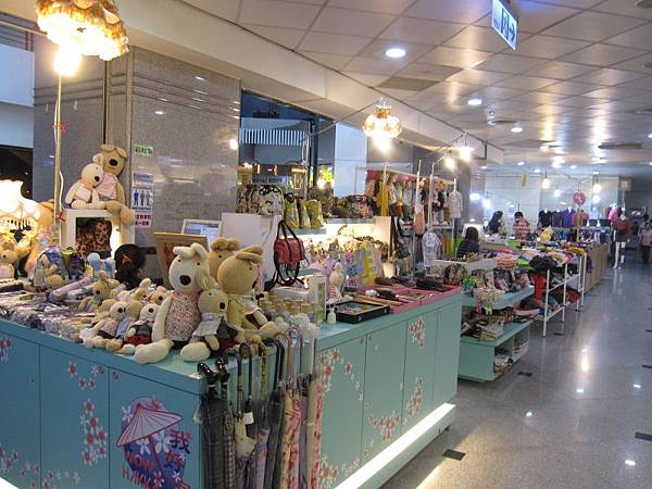 書局前開放式商店.JPG
