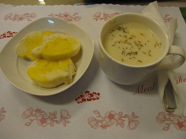 法國麵包+濃湯.JPG