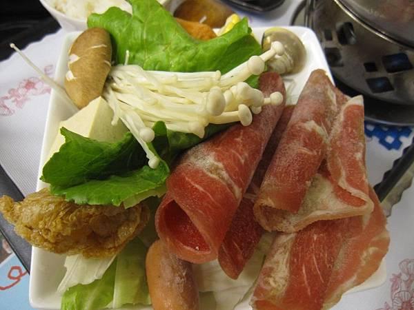 韓式泡菜牛肉鍋 .肉4片.JPG