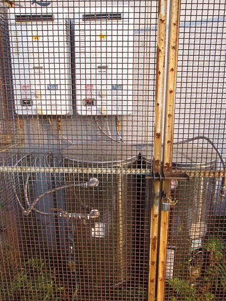 瓦斯熱水器+電熱水器.JPG