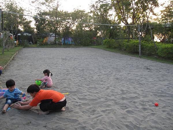 沙灘排球區 (1).JPG