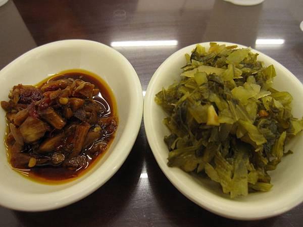 蒜丁辣椒醬.酸菜.JPG