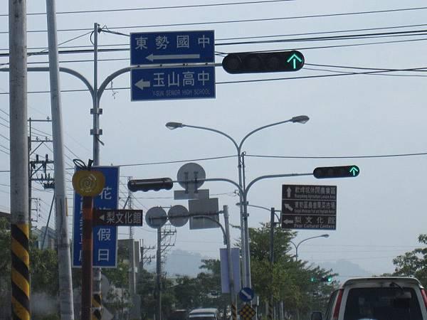 左轉-往梨文化館.JPG