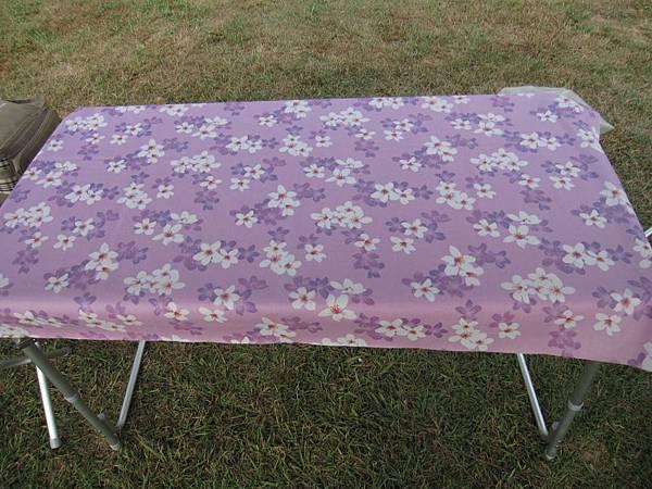 紫油桐花桌布3尺180元.JPG
