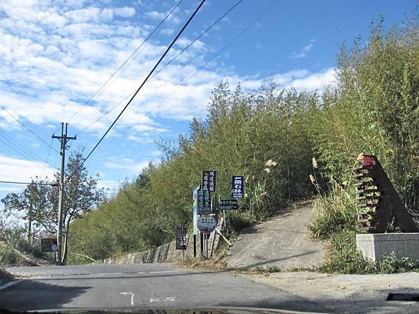 7 右彎耀婆山露營區.左彎鑽石林等營地.jpg