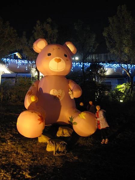 秋紅谷泰迪熊裝置藝術 (31).JPG